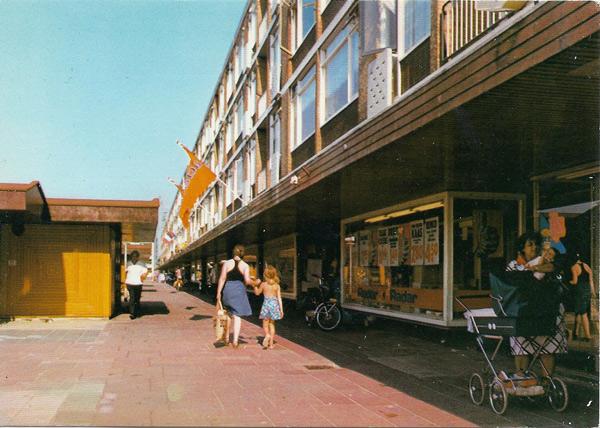 Leiden - winkelcentrum Luifelbaan