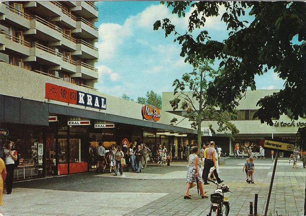 """Emmen, winkelcentrum """"de Weiert"""""""