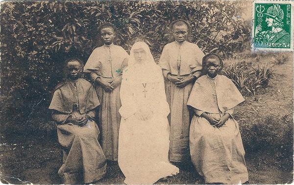 Soeurs indigènes à Baudouinville (Haute-Congo) | Eerste inlandsche Zusters te Boudewijnstad (Opper-Congo)