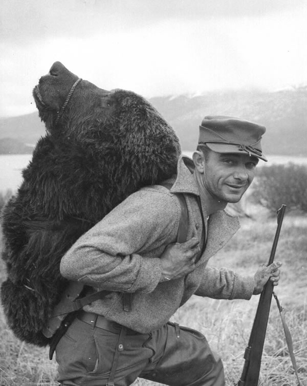 Bear_hunting_Kodiak_FWS_600